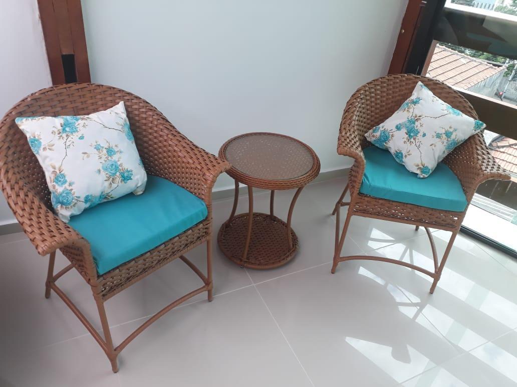 mam-moveis-cadeiras-cadeira-ouro-preto-compacta-em-fibra-sintetica-para-area-externa