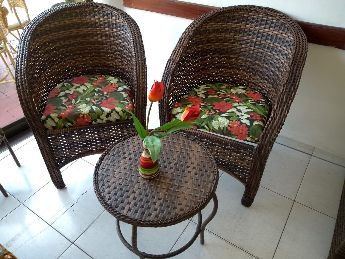 mam-moveis-conjunto-varanda-pequena-conjunto-poltronas-e-mesa-de-centro-em-fibra-sintetica–maya
