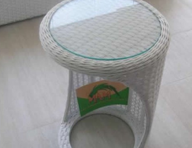 mam-moveis-mesas-de-centro-e-laterais-mesa-lateral-em-fibra-sintetica-para-terracos-e-varandas–catarina